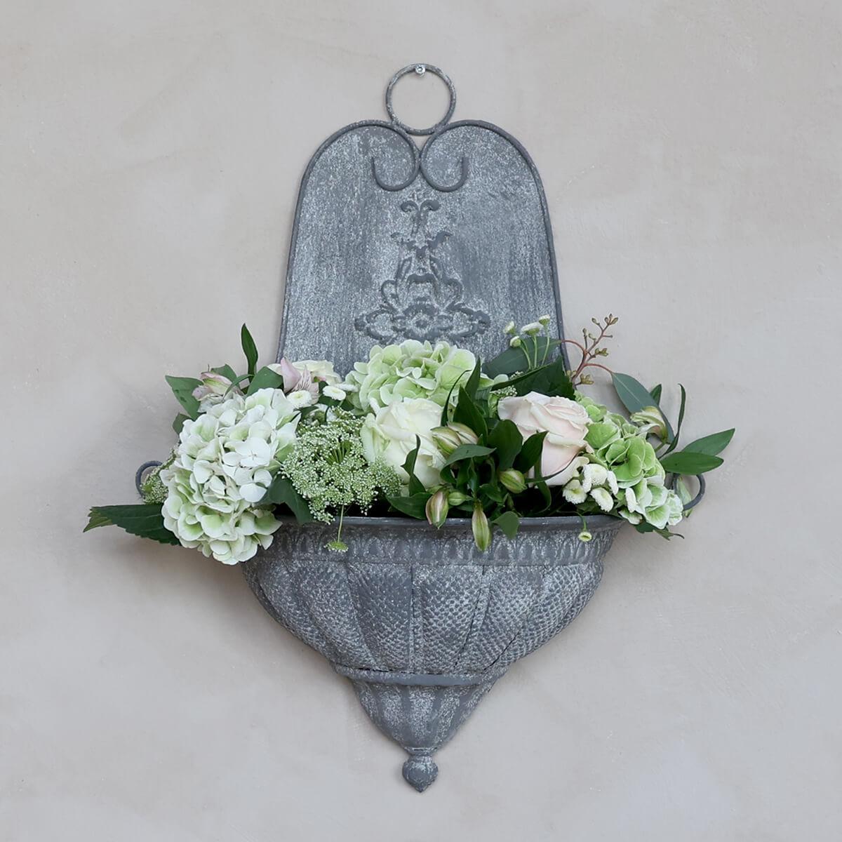 Fali kút vintage dekoráció kertbe és teraszra
