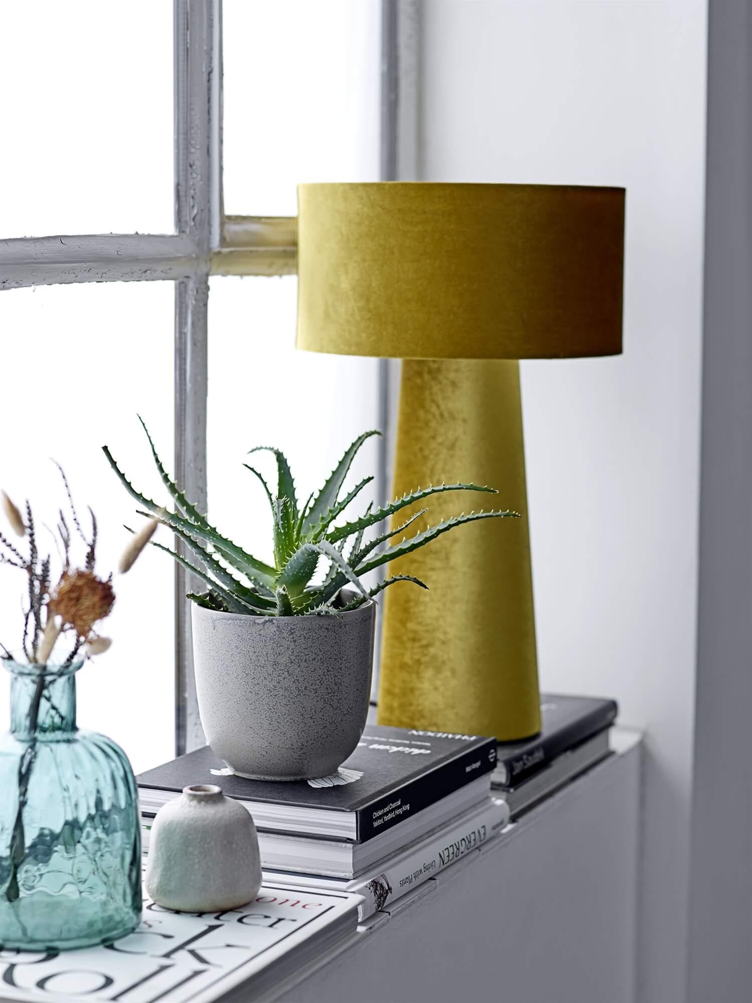 Arany színű asztali lámpa