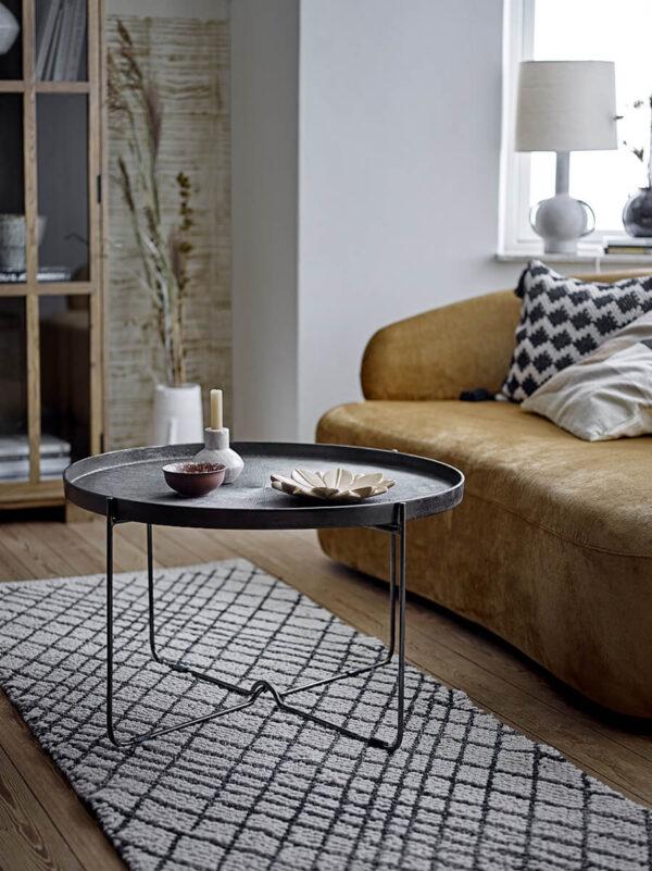 terrakotta szürke asztali lámpa, mogyoróbarna bársony szófa