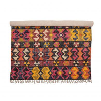 színes mintás szőnyeg