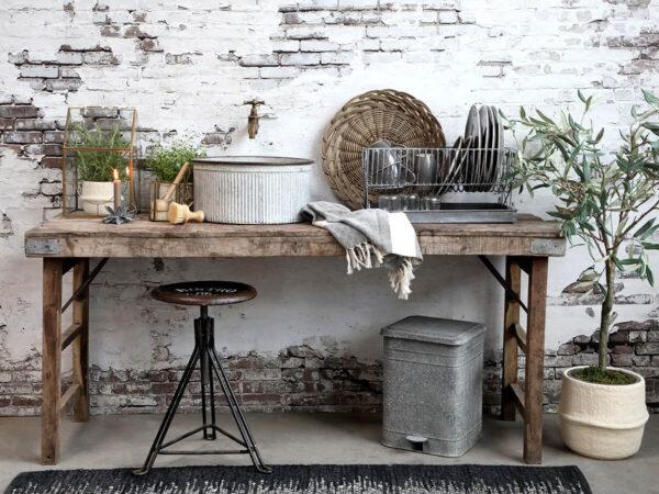 Vintage fa asztal újrahasznosított fa megmunkálásával készül